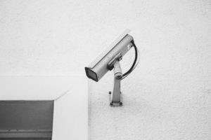 kamera przemysłowa na budynku