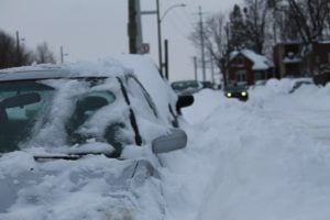 samochod podczas zimy